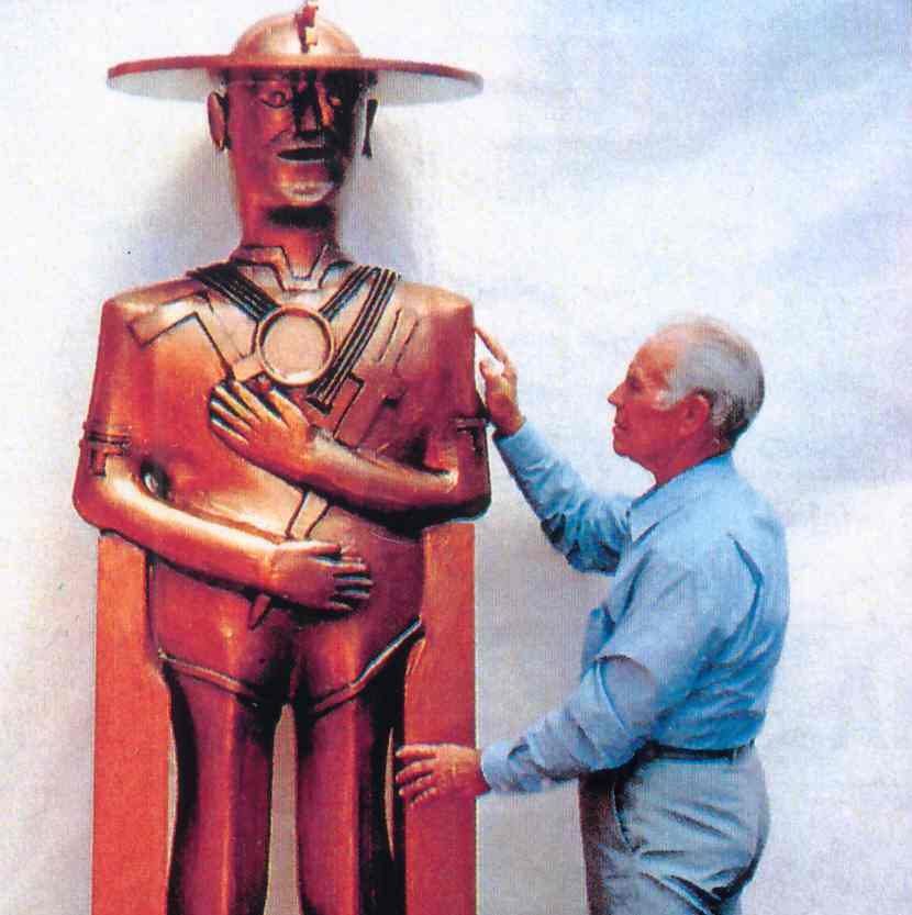 Joe Bianchi with statue he made for web